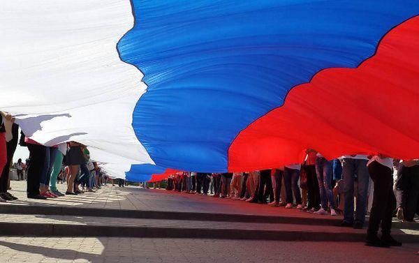 «Это незабываемое ощущение»: Чемпион мира по пляжному футболу прокомментировал празднование Дня флага в РФ