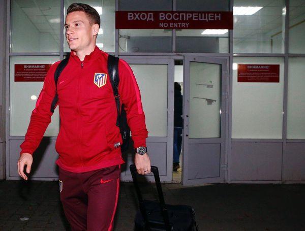 Около 100 болельщиков «Атлетико» встретили команду ваэропорту Ростова