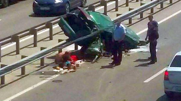 После ДТП наЮжном подъезде кРостову опрокинулся ВАЗ, двое пострадали