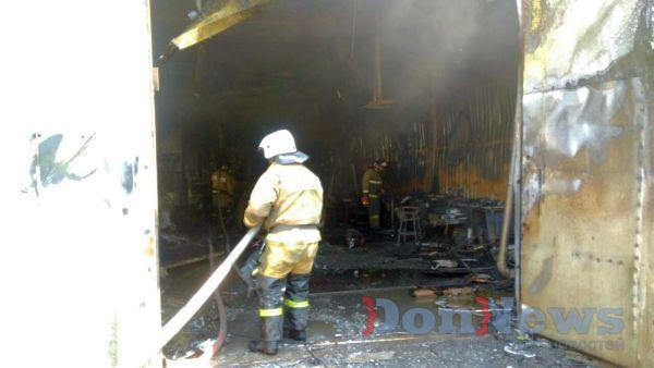 ВРостове неменее 10-ти машин уничтожены вовремя пожара вавтосервисе