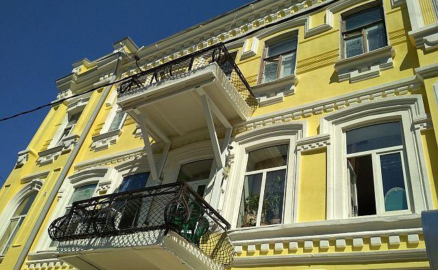 Ремонт фасада многоквартирного старого дома